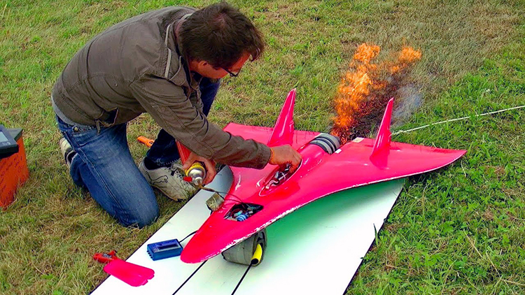 World's Fastest RC Airplane Has a Turbine Jet Engine and