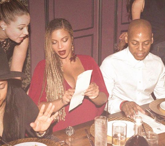 screen shot 2017 04 27 at 11 46 53 am Poor Beyoncé Cant Even Go Out To Eat Without Becoming A Meme